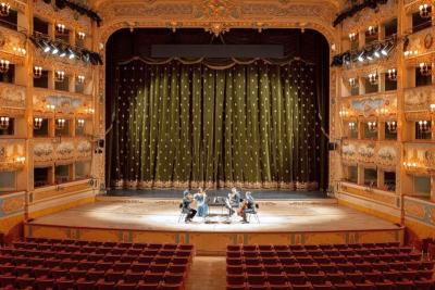 Ochromené operní scény v Evropě a jejich nové iniciativy v době karantény