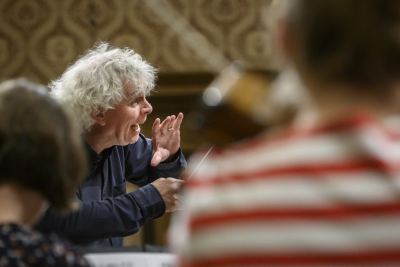 Jak Simon Rattle tančil s Českou studentskou filharmonií: Don´t play like knedliky!