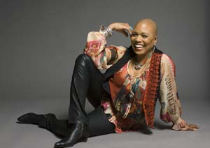 Podivné ovoce - Dee Dee Bridgewater, foto Red Earth, Sings Kur, archiv SP